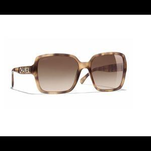 CHANEL Tortoise Frame Polarized Sunglasses